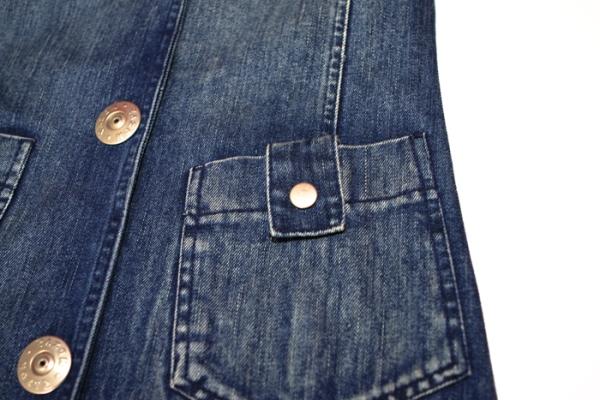 casaco_jeans_feminino_detalhe_da_botoes
